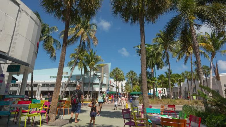 916996561-lincoln-road-ocean-drive-miami-beach-centro-commerciale.jpg