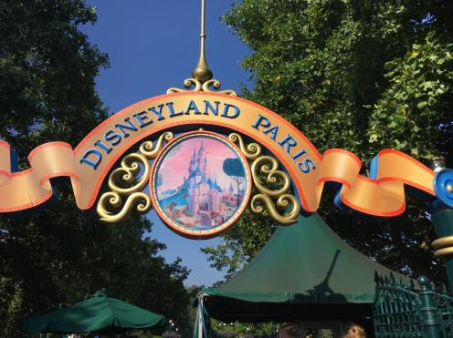 Disneyland entrance sign